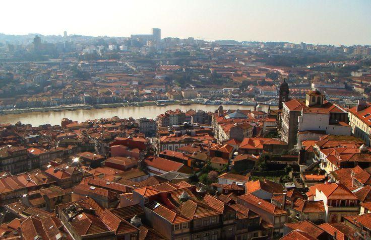 Portugese weetjes / Portuguese facts: Porto  - via @saudadespt 21.06.2015   andaag spijkeren we je -nutteloze- feitenkennis bij over één van de leukste citytrip bestemmingen van Europa: Porto. Stiekem zal het je ook enige inspiratie geven voor een bezoekje aan de stad. #portugal #travel #culture