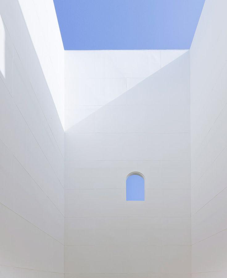 Shingo Masuda + Katsuhisa Otsubo architects . little hilltop with wind view