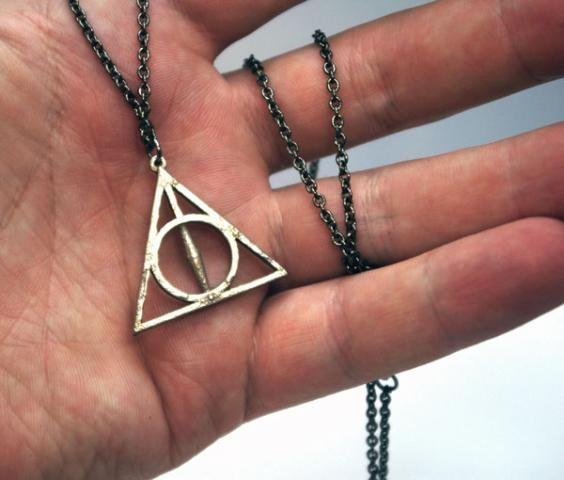 The Deathly Hallows necklace. SO need this. #HarryPotter