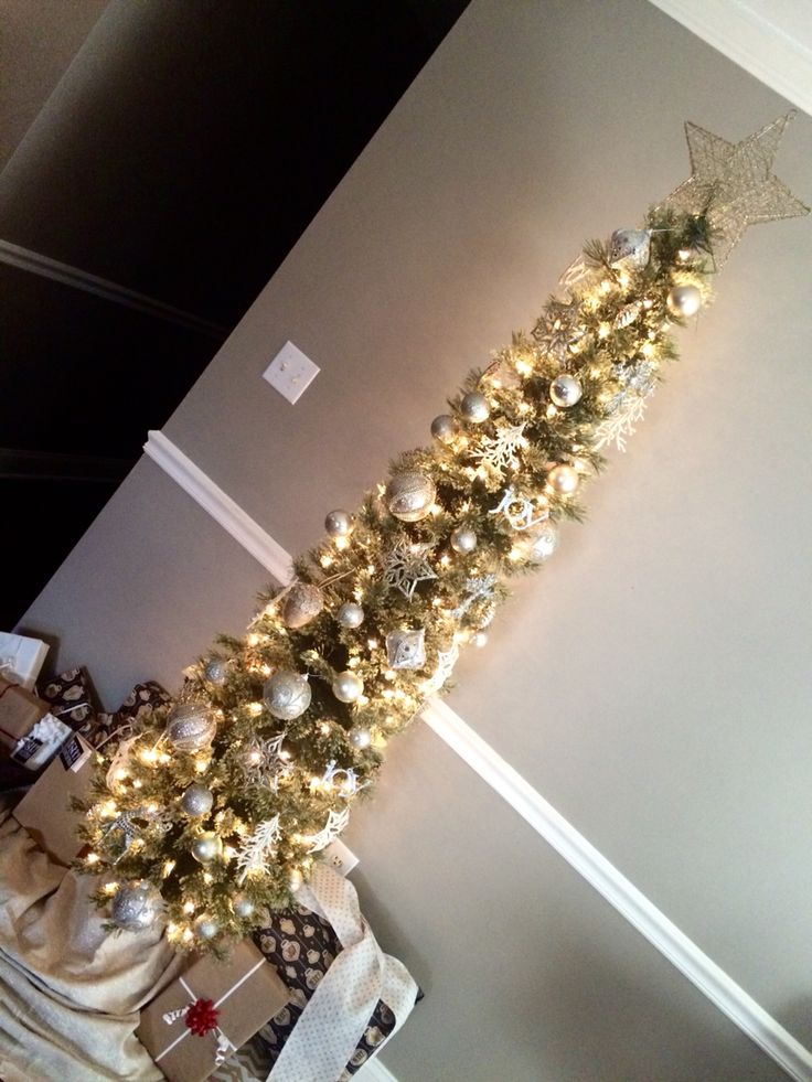 Skinny christmas tree with gold silver and white for White silver and gold christmas tree