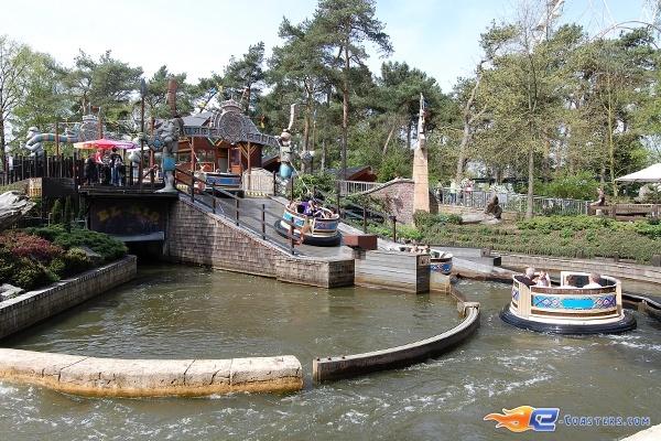 3/11 | Photo de l'attraction El Rio située à Bobbejaanland (Belgique). Plus d'information sur notre site www.e-coasters.com !! Tous les meilleurs Parcs d'Attractions sur un seul site web !!