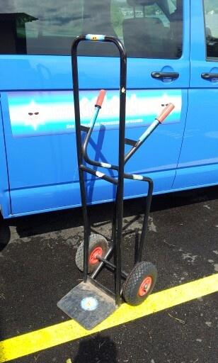 Man beachte das neue rechte Rad.:-) Das alte ist nach über 7 Jahren im Einsatz geplatzt.