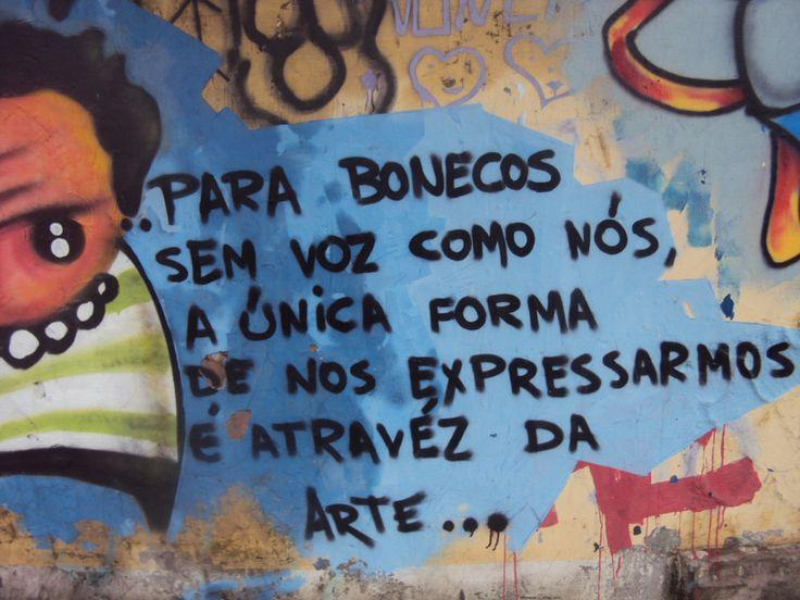 Em um muro em Fortaleza - CE