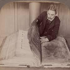 Con los años el manuscrito se le ha dado una variedad de nombres alusivos a su tamaño y al retrato del diablo. Aparte de la Biblia del Diablo y el Codex Gigas
