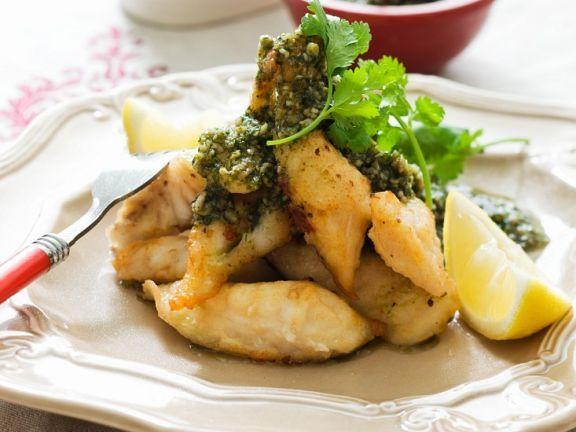 Frittierter Fisch mit Kräuterdip ist ein Rezept mit frischen Zutaten aus der Kategorie Klassische Sauce. Probieren Sie dieses und weitere Rezepte von EAT SMARTER!