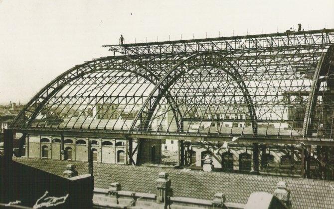 Montaje de la bóveda de hierro de la Estación del Norte. 1914