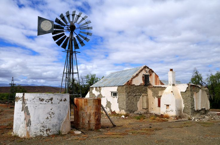 https://flic.kr/p/7nqY7p | Dilapidated farmhouse, Prince albert Road | This abandoned farm lies between the N1 and prince Albert town.