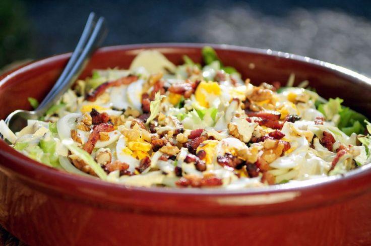 Andijvie wordt vaak gebruikt voor andijvie stamppot, maar wist je dat je andijvie ook rauw kunt gebruiken in een salade? Deze Andijvie salade is lekker knapperig