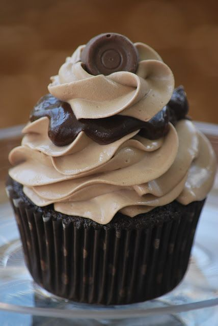 Rolo Cupcakes (Pinned for the Chocolate frosting recipe!!)