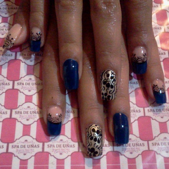 nail acrylic, uñas acrilicas diseño azul y dorado con arabescos