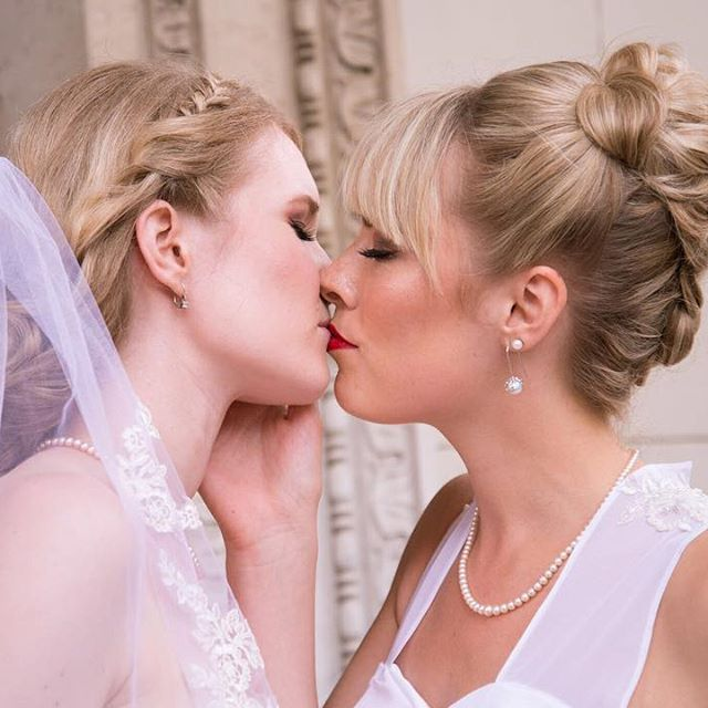 First kiss after being married. 💒 Photography by @jkelevar