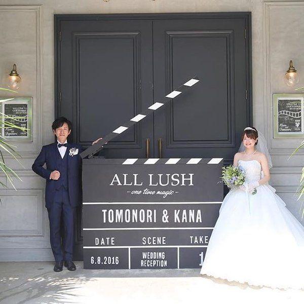 ご新郎さまとご新婦さま、ともに映画が大好きというおふたり。結婚式のテーマは映画用語でもある「ALL LUSH」。映画にまつわるアイテムに囲まれたスタイリッシュな会場「TRUNK」で行われた、卒花嫁「kanawedding1211」さまの結婚式をご紹介します♪