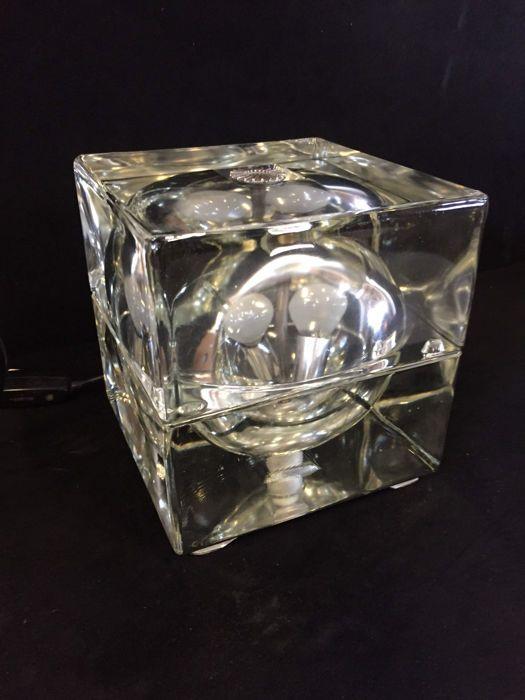 Alessandro Mendini voor Fidenza Vetraria - Cubosfera tafellamp  Cubosfera tafellamp.Ontwerper: Alessandro Mendini.Italië. Ca. 1960.In goede conditie afgezien van een kleine chip (4 x 35 cm) aan de achterkant van de lamp.Afmetingen: 16 x 16 x 16 cm.Gewicht: 7.250 kg.Zorgvuldig verpakt.  EUR 30.00  Meer informatie