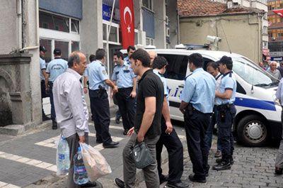 Gözaltına alınan kadınların 'BÜYÜK' intikamı  - Trabzon'da dolandırıcılık yaptığı iddiasıyla gözaltına alınan 6 kadın, önce ekip otosuna, sonra da karakoldaki nezarete tuvaletlerini yapınca polisler zor anlar yaşadı.