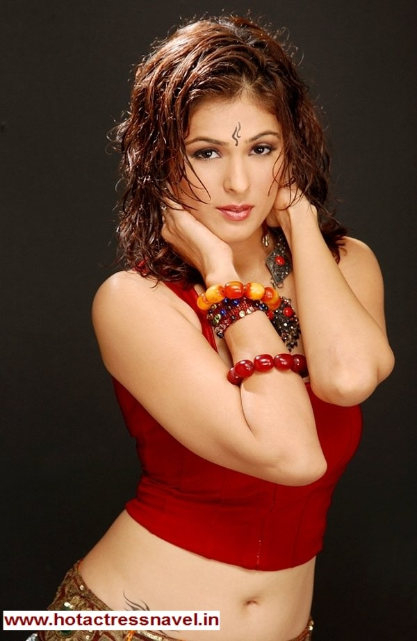 Men Women Photos: Anjana Sukhani Hot Cleavage,Navel and