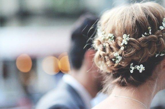 Short hair braid with daisies
