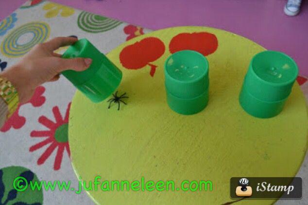 Peuters thema spinnen : zoekspel : waar zit het spinnetje? Pre school theme spiders