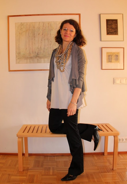 man-made heavy necklace grey cardigan