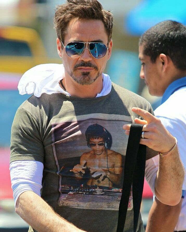 "329 Beğenme, 10 Yorum - Instagram'da Robert Downey Jr. (@kialadowneyjr): ""Sooo handsome 😍😍🙆 How was ur day guys!! #robertdowneyjr #robertdowney #rdj #rdjforever #rdjforlife…"""
