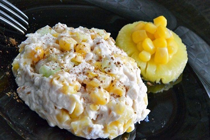 Салат с курицей, рисом, сыром и ананасом