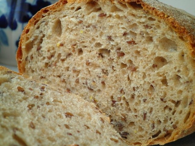 Записываю очередной хлеб в число любимых.....список постоянно растет :)) Изумительно хрустящая корочка, мягкий пружинистый мякиш...любимые мною льняные семена...ну очень хорош! К тому же здесь используется мука из полбы( спельты),поэтому вкус у него особенный, его не опишешь словами....скажу только…