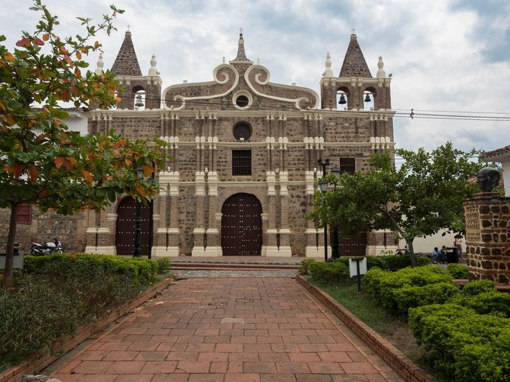Santa Fe de Antioquia preserves its past with fascinating colonial buildings and…