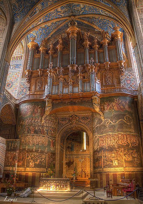 photo de l'intérieur de la Cathédrale Sainte-Cécile à Albi en France  HDR Albi by Louis-photos.deviantart.com on @deviantART