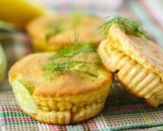 Mini muffins aux courgettes sans gluten : http://www.fourchette-et-bikini.fr/recettes/recettes-minceur/mini-muffins-aux-courgettes-sans-gluten.html