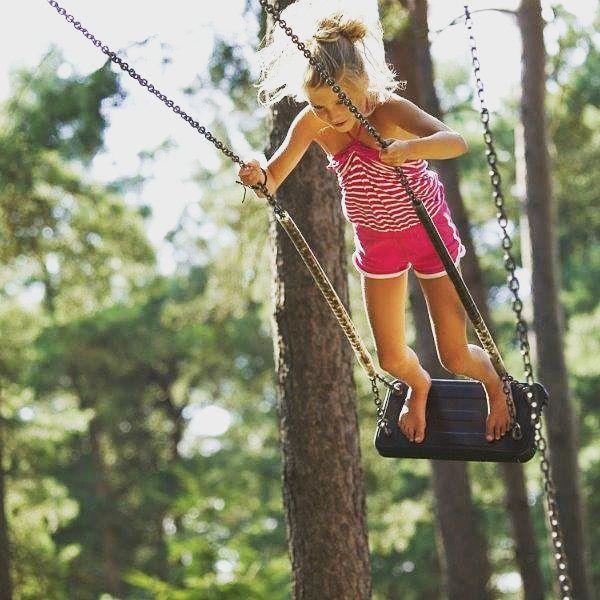 Tout là-haut dans l'arbre #grimper #accrobranche #plaisirs #famille #family #holidays #vacances #camping #campsites #liberte #freedom #vacansoleil #bonheur #happiness #pleinair #outdoor #soleil #sun #campingtime #campinglife #campingfun #instacamping #camping2017 😉🌳🏃
