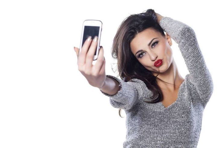 Are Selfies Driving a Rise in Eating Disorders? | The Fix