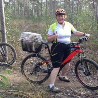 Thanks to Denise for this awesome shot of her first #ebike ride on her #bhemotion #revo 650B #hardtailmtb . Her #pooch Tilly  gives it the thumbs up too. Great to see you both #outriding 😄🚵 #emtb #mountainbiking #electric  #electricbike #ebikes #goelectric #brisbanecyclist #toowoomba #ipswich #sunshinecoast #goldcoast #northernbeaches