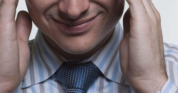 """Señales de una novia que fastidia. El sitio web de MD Web define fastidiar como los """"persistentes comentarios que cruzan la línea de recordatorios suaves en comentarios ofensivos y molestos"""". Molestar puede ser un problema de un hombre y una mujer. Hay varias señales que pueden demostrar que tu novia puede estar fastidiando. Hay varios pasos que se pueden tomar para evitar que una ..."""