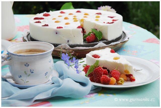 Ledový malinový nepečený dort