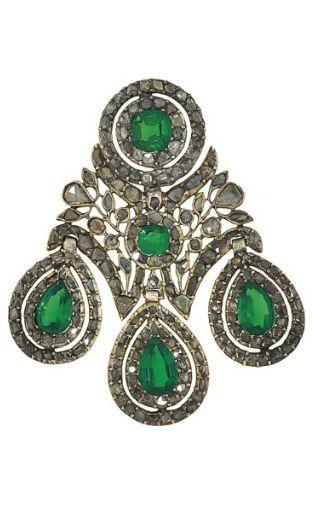 A late 18th century diamond and paste 'girandole' brooch The principal rose-cut…