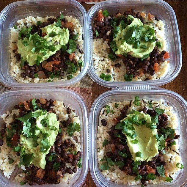 Spicy black bean bowls are ready to go for @velvet_vondoom! With black beans salsa guacamole and rice she has healthy vegan gluten free options! - Whether you choose to eat meat or not @mealplanmagic will help you plan for success. Download now for meal planning templates and so much more everything you need to get organized with meal prepping! - ALL-IN-ONE TOOL