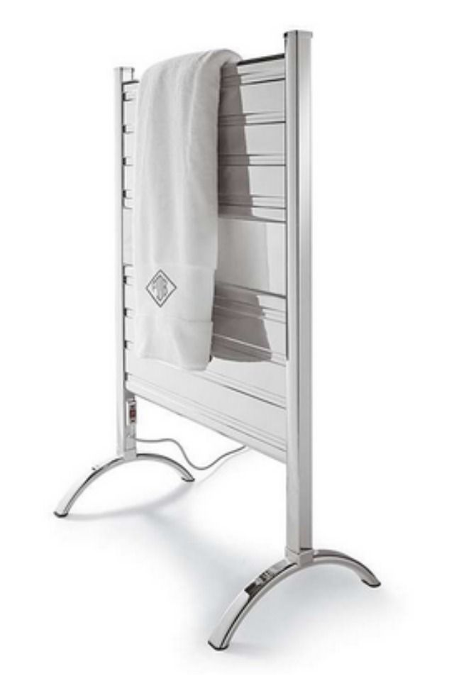 Outperforming ladder or zigzag-style tubing that heats and dries unevenly, our Heated Towel Warmer boasts flat aluminum panels that allow for more surface contact and better heat distribution.