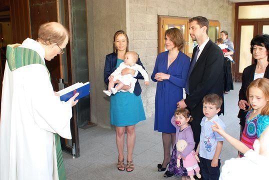 Ablauf der Taufe, Befragung zu Beginn - meinefamilie.at