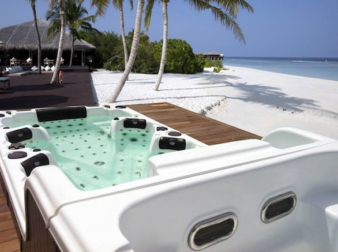 Beauty Luxury su Luxury Launches  http://luxurylaunches.com/home_improvement/a-double-decker-12-seater-spa-tub.php