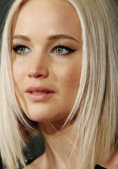 Jennifer Lawrence at the premiere of A 'Beautiful Planet in New York 16/04/16 .