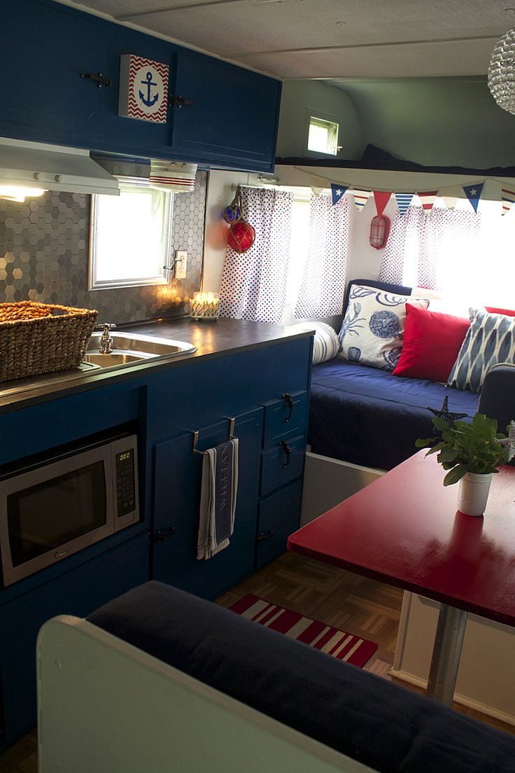 Modern rv interiors - I Have Two Photos Of This Rv Pinned I Love The Blue Cabinets And Pops
