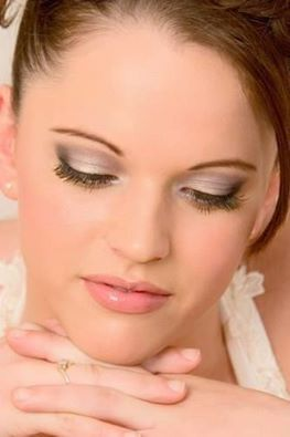 Καλοκαιρινό νυφικό μακιγιάζ από τη Πέγκυ Κύρκου