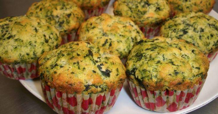 Fabulosa receta para Muffins de espinaca y parmesano. Riquisimos muffins salados a base de espinaca y queso parmesano, es una receta que hizo Maru Botana en su programa y me parecio fabulosa asi que quise compartirla .  Es muy buena opción para poner en mesas de fiambres y quesos, son muy vistosos y deliciosos.  Con las proporciones que doy salen aprox. 12 muffins.
