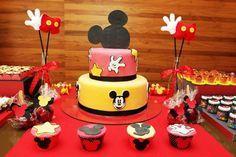 Bolo de aniversário do Mickey Mouse de 2 andares