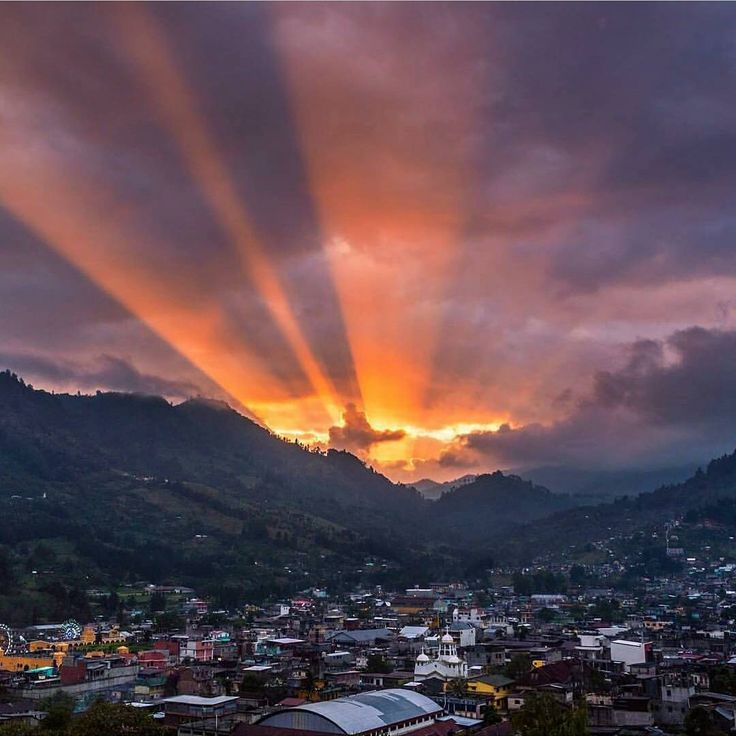 """4,460 Me gusta, 22 comentarios - QuePeladoGuate (@quepeladoguate) en Instagram: """"Tarde mágica en Barillas Huehuetenango  Photo by @mynor2411 -Use #QuePeladoGuate on your pictures…"""""""