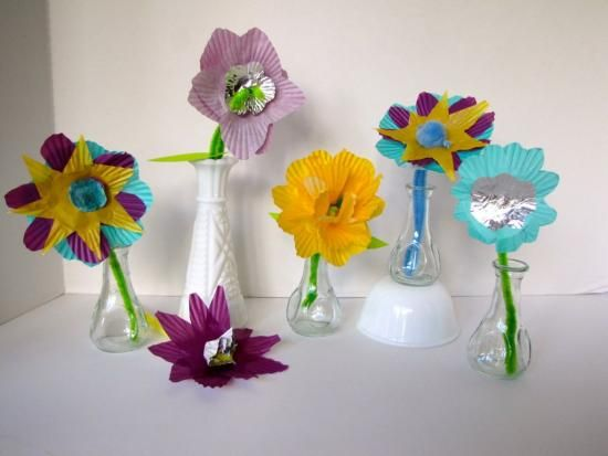 Muffin paper flowers (Kiwi Crate blog)