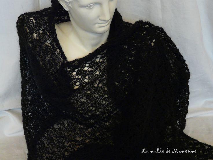 *Réservée* - Etole noire dentelle version XXL en laine tricoté main : Echarpe, foulard, cravate par la-malle-de-mamoune
