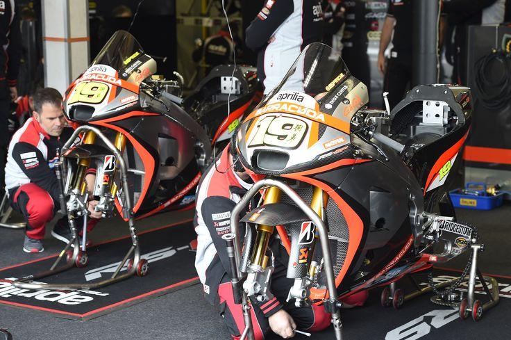 MotoGp 2015: Aprilia Racing Team during the race at Assen circuit.  #aprilia #bearacer #motogp #motogp2015 #DutvhGP #race #bike #bautista #melandri