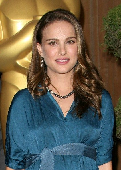 Natalie Portmans long, wavy hairstyle: Hairstyles Hair Beautiful, Natalie Portman, Hairstyles Solutions, Hairstyles Hairbeauti, Flow Long, Hair And Beautiful, Long Wavy Hairstyles, Portman Long, Art Natalie