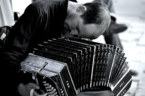 bandoneon player, st. telmo, buenos aires. photo by monica shulman
