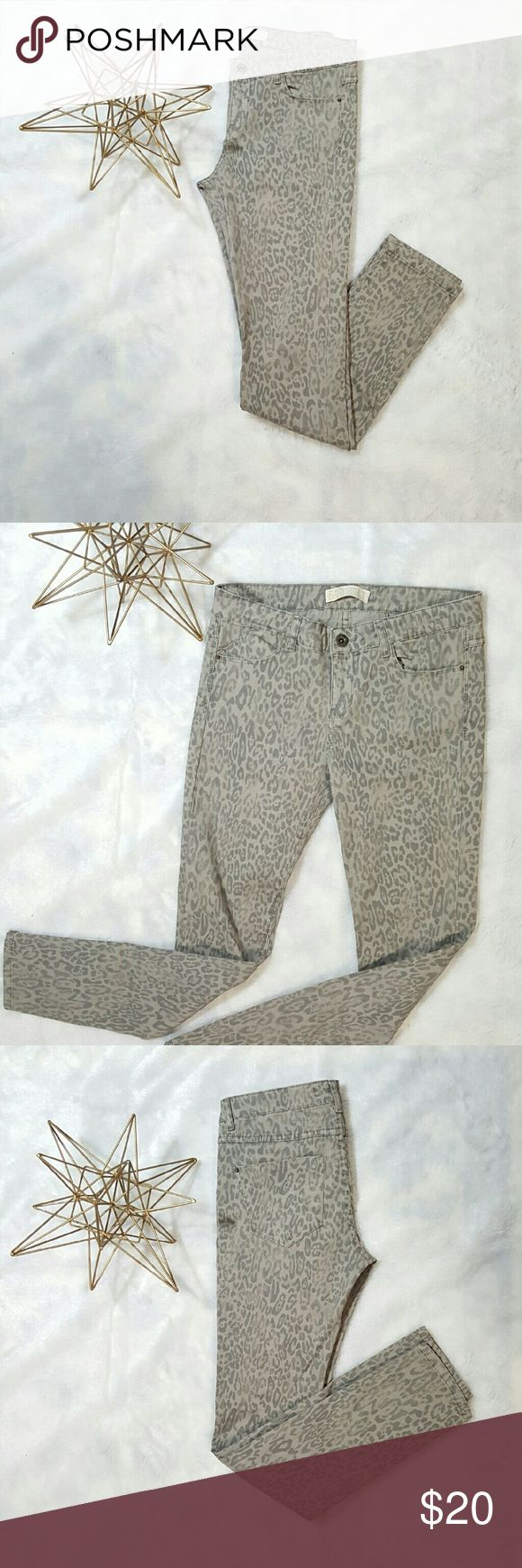Zara Light Leopard/Cheetah Print Skinny Jeans 4 Super CUTE jeans from Zara. Size 4. Skinny stretch jeans. Color is taupe and greyish. Awesome condition.  Send me an offer!! Zara Jeans Skinny